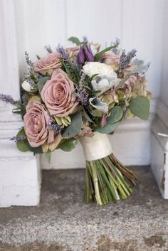 5 reasons why the vintage bridal bouquet is a good idea! - Flower ideas - 5 reasons why the vintage bridal bouquet is a good idea! Dusty Rose Wedding, Floral Wedding, Wedding Colors, Trendy Wedding, Rose Wedding Bouquet, Hydrangea Bridal Bouquet, Sage Green Wedding, Burgundy Wedding, Bridesmaid Bouquet