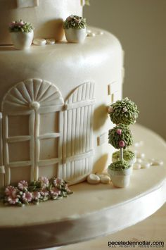 Love the fondant work on this!