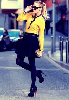 Vicky lleva jersey, falda y clutch de Zara; y zapatos de Christian Louboutin.