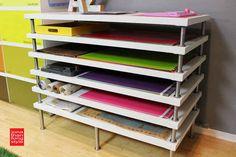 """Construye tu propia estantería plana para archivar, utilizando tableros para mesas LINNMON de """"IKEA""""...   45 trucos para organizar y transformar tu habitación de manualidades"""