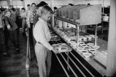 Schools first began providing food for children because so many were undernourished and farmers had extra crops to sell. As children eating in elementary school cafeterias in the we might ha… School Memories, My Childhood Memories, Sweet Memories, School Lunch Recipes, School Lunches, School Recipe, Lunch Room, Vintage School, School Daze