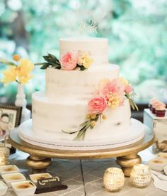 chic wedding cake idea; photo: Honey Honey Photography