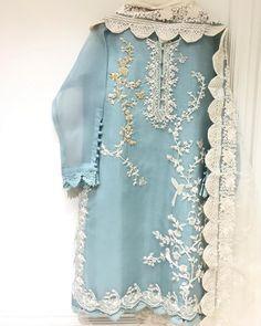 Pakistani Fancy Dresses, Pakistani Fashion Party Wear, Pakistani Wedding Outfits, Pakistani Dress Design, Pakistani Suits, Pakistani Casual Wear, Fancy Dress Design, Stylish Dress Designs, Designs For Dresses
