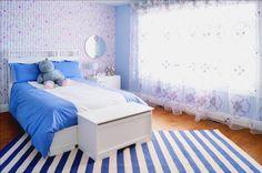 Pourquoi le rose quand on peut voir la vie en bleue? Douce transition de la chambre de bébé à la chambre de petite fille. Bedroom, Furniture, Home Decor, Petite Fille, Nursery, Home Decoration, Life, Decoration Home, Room Decor