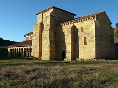 Monasterio de San Miguel de Escalada, España. (año 913) San Salvador, Aragon, Romanesque, Notre Dame, Mansions, House Styles, Building, Travel, Base