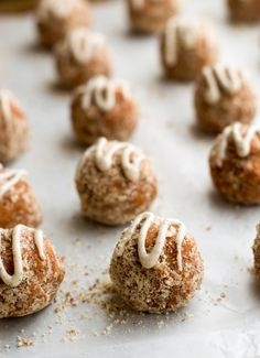 Carrot Cake Power Bites Recipe - These snacks are vegan, require no baking, and come together quickly in the food processor. Best of all, they taste like carrot cake! Protein Energy Bites, Date Protein Balls, High Protein, Snack Recipes, Cooking Recipes, Protein Recipes, Water Recipes, Free Recipes, Healthy Recipes