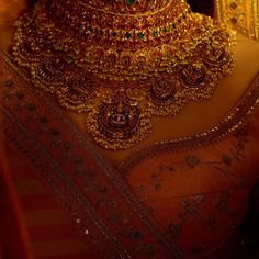 Fulfill a Wedding Tradition with Estate Bridal Jewelry India Jewelry, Temple Jewellery, Antique Necklace, Antique Jewelry, Stylish Jewelry, Fashion Jewelry, Sabyasachi Collection, Indie, Bollywood