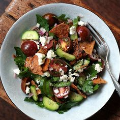 Fattoush: Middle Eastern Pita Bread Salad @keyingredient #cheese #vegetables #tomatoes #bread