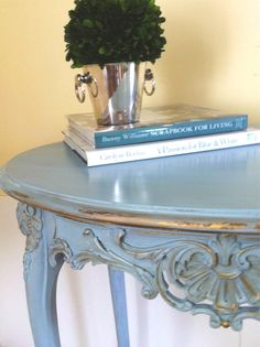 Table Louis XVI en peinture de craie bleu Louis Annie Sloan                                                                                                                                                     Plus                                                                                                                                                                                 Plus
