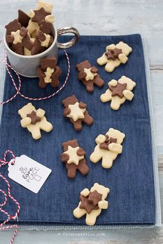 Biscotti pasta frolla al cacao e vaniglia Shortbread dough cookies EASY AND FAST with cocoa and vanilla. Xmas Food, Christmas Sweets, Christmas Baking, Cupcakes, Cupcake Cookies, Sugar Cookies, Cocoa Cookies, Easy Cookie Recipes, Sweet Recipes