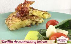 """Tortilla de manzana y beicon - Hoy voy a """"romper un huevo"""" en favor de las recetas con manzana (aburridas ya las pobres de que solo las utilicéis para la repostería). Quien no arriesga no gana (dicen) y la que os presento hoy es la prueba 'máxima' de una apuesta culinaria ganadora. Ponle un poco de em... - http://www.lasrecetascocina.com/tortilla-de-manzana-y-beicon/"""