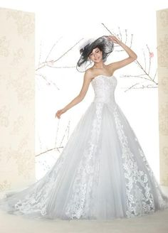 Cheap Wedding Dresses - Discount Romantic a Line Lace Appliques Tulle Wedding Dresses Online with $163.36/Piece | DHgate