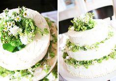Blumenschmuck auf Hochzeitstorte