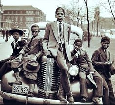 Negro Boys on Easter Morning. Southside Chicago, Illinois the Library of Congress' digital photograph collection . Five young boys sitting on a vintage Pontiac in Chicago. Original black and white photo colorized added beautiful detail to an iconic photo. South Side Chicago, Classy People, Louis Armstrong, Harlem Renaissance, We Are The World, Paul Newman, African American History, Vintage Photographs, Black People