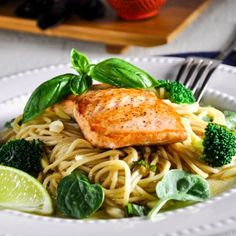 Verlasso Salmon & Soba Noodle Salad with Miso-Honey-Ginger Glaze — Verlasso Seared Salmon Recipes, Midweek Meals, Soba Noodles, Noodle Salad, Cooking For Two, Rice Vinegar, Fresh Vegetables, Food Preparation, Entrees