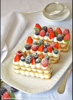 Mille-feuille with red fruits Mille-feuille mit roten Früc .- Mille-feuille aux fruits rouges Mille-feuille mit roten Früchten Mille-feuille with red fruits or mille-feuille mit roten Früchten Rezept - French Desserts, Just Desserts, Delicious Desserts, Gourmet Desserts, French Dessert Recipes, French Recipes, French Patisserie, Patisserie Design, Homemade Sweets