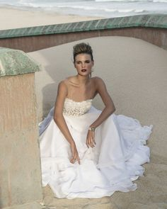 .Supremely elegant, unmistakeably sensual and breathtakingly opulent, Elbeth Gillis' 2016 Bridal Collection evokes the majesty of fairy tales and the magnificence of timeless narratives.  @elbethg http://www.confettidaydreams.com/introducing-the-elbeth-gillis-2016-opulence-bridal-collection/