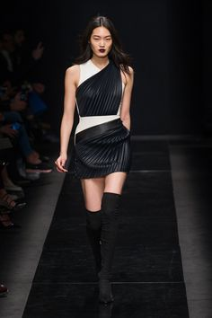 Emanuel Ungaro Fall 2015 Ready-to-Wear Collection  - ELLE.com