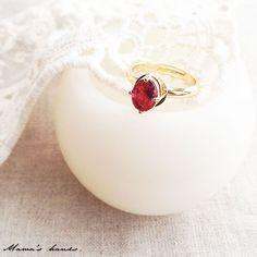定価1,280円のところ、★SALE★ 800円!○。おしゃれでシンプルな指輪です♪赤いルビー色のオーバルガラス&サイズ調整可能な指輪の組み合わせです。プレゼ...|ハンドメイド、手作り、手仕事品の通販・販売・購入ならCreema。