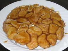 Here is a super yummy recipe for monkey bread that is low in points/calories. To make it a filling breakfast, I added some banana and eggs t. Healthy Treats, Yummy Treats, Yummy Food, Sweet Treats, Healthy Eating, Banana And Egg, Healthy Breakfast Options, Tailgate Food, Monkey Bread