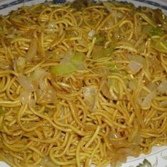 Chinese Fried Noodles These Chinese Fried Noodles are awsome! Kids love it, and it is quick, cheap, and super easy to make! So yummy I could eat them everyday :) - Chinese Fried Noodles Recipe Chinese Fried Noodles Recipe, Pasta Dishes, Food Dishes, Comida Filipina, Ramen Noodle Recipes, Chinese Noodle Recipes, Ramen Noodles, Noodle Soup, Easy Chinese Food Recipes