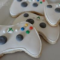 Xbox Birthday Cookies, by Flour De Lis - remember for Tyler's Birthday Crazy Cookies, Iced Cookies, How To Make Cookies, Sugar Cookies, Xbox Party, Hubby Birthday, Fun Deserts, Party Food And Drinks, Dessert Decoration