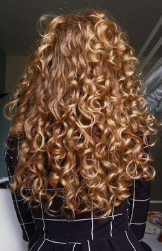 Really Curly Hair, Curly Hair Tips, Long Curly Hair, Wavy Hair, Curly Hair Styles, Natural Hair Styles, Curly Hair Problems, Hair Looks, Pretty Hairstyles