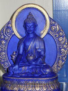 Statue de Bouddha de médecine accordant la guérison à tous