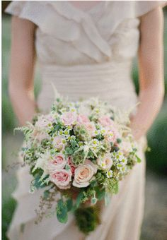 Rustic themed bridesmaid bouquet. Image via Rustic Wedding Chick.