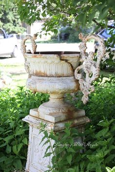 .Love this rusty old urn. :)