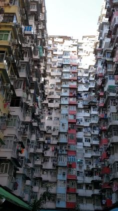 The Monster Building em Hong Kong Amazing Places On Earth, Beautiful Places To Travel, Cool Places To Visit, Places To Go, Las Vegas Hotels, Hong Kong Building, Travel Around The World, Around The Worlds, Wow Video