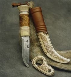 Risultati immagini per sami knives Knives And Tools, Knives And Swords, Knife Art, Iron Art, Knife Sheath, Bone Carving, Tactical Knives, Custom Knives, Knife Making