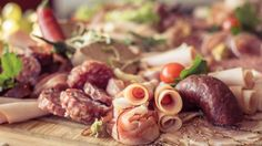 La consommation excessive de viande transformée mais aussi probablement celle de viande rouge augmentent les risques de cancer du côlon.