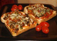 Hierfür benötigen Sie nur 3 Zutaten und 8 Minuten Zeit: Fertig sind Ihre Pizza-Toasts!