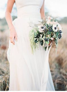Bohemian bridal shoot on Hawaii, photo: Kylie Martin Photography - www.kyliemartinphotography.com