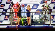 FOTO Valentino Rossi sul podio dopo aver vinto il Gran Premio di Argentina di MotoGP 2015