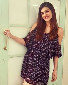 Kriti Sanon ❤️ Bollywood Actors, Bollywood Celebrities, Bollywood Hairstyles, Cute Girl Photo, Indian Models, Beautiful Indian Actress, Indian Bridal, Indian Actresses, Girl Photos