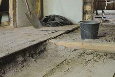 Som tommelfingerregel skal man alltid trå varsomt når man restaurerer et gammelt hus. Dette gjelder også når det kommer til etterisolering. Det er fort gjort å bytte ut for mange bygningsdeler, slik at man til slutt sitter igjen med et nytt hus – og det er jo ikke ønskelig! Etterisolering handler faktisk vel så mye om det estetiske som det tekniske.