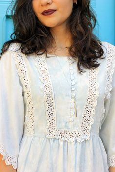 Beautiful use of lace Neck Designs For Suits, Neckline Designs, Dress Neck Designs, Stylish Dress Designs, Designs For Dresses, Blouse Designs, Kurti Embroidery Design, Embroidery Fashion, Embroidery Dress