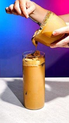 Coffee Drink Recipes, Starbucks Recipes, Starbucks Drinks, Coffee Drinks, Coffee Art, Iced Coffee, Coffee Shop, Easy Coffee, Coffee Creamer Recipe