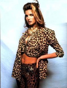 Stephanie Seymour in Versace Moda Italia, March 1992 Stephanie Seymour, 90s Fashion, Runway Fashion, Fashion Models, Girl Fashion, 90s Models, Fashion Design, 1990s Supermodels, Original Supermodels