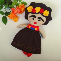 Handmade doll with felt details Fabric Dolls, Minnie Mouse, Snow White, Disney Characters, Fictional Characters, Felt, Disney Princess, Handmade, Frida Khalo