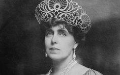Maria, the Art Nouveau Queen of Romania and her home Pelisor, Sinaia, Romania Steampunk Costume, Queen Mary, Romania, New Homes, Heart, Type 3, Theater, Facebook, Ideas