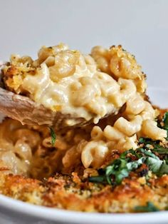 easy beer mac and cheese plus 135 recipes for super bowl sunday   howsweeteats.com