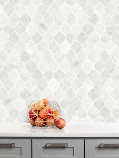 White Geometric Marble Backsplash Tile ( Modern Look! ) Marble Tile White Backsplash Tile - (Shop Be Brick Tile Backsplash, Herringbone Backsplash, Backsplash Ideas, Subway Backsplash, Kitchen Backsplash, Geometric Tiles, Decoration, Gray Marble, Kitchen Remodel