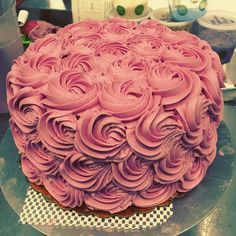 One of my favorite cakes that I've made recently! #rosecake #cakedecorator by ashbo77