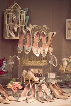 love this shoe display!!