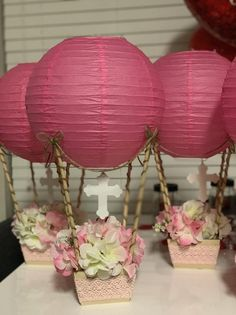 Hot Air Balloon Centerpiece Without Flowers Paper Lantern Centerpieces, Hot Air Balloon Centerpieces, Diy Hot Air Balloons, Balloon Decorations, Baptism Party Decorations, Baptism Centerpieces, Party Centerpieces, Masquerade Centerpieces, Baby Shower Balloons