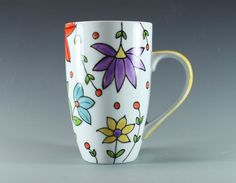Hand painted latte mug Mais Painted Coffee Mugs, Hand Painted Mugs, Painted Cups, Hand Painted Ceramics, Sharpie Crafts, Sharpie Art, Sharpies, Pottery Painting, Ceramic Painting