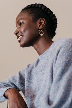 Beautiful Dark Skinned Women, My Black Is Beautiful, Dark Skin Beauty, Hair Beauty, Curly Hair Styles, Natural Hair Styles, Pelo Afro, Black Girl Aesthetic, African Beauty
